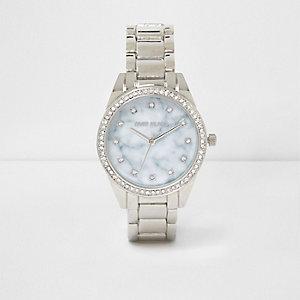 Runde, silberne Armbanduhr