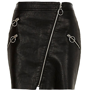 Black faux leather patent hoop zip mini skirt