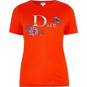 Rood aansluitend T-shirt met 'Dare'-folieprint