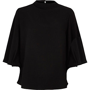 Zwarte top met blote rug en wijduitlopende mouwen