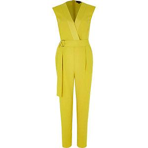 Gelber taillierter Overall ohne Ärmel