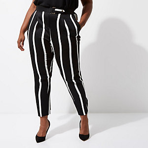 RI Plus - Zwarte gestreepte smaltoelopende broek