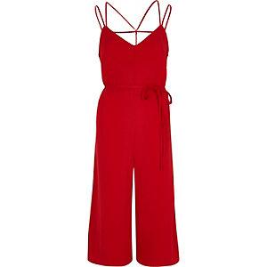 Rode jumpsuit met broekrok, strikceintuur en bandjes achter