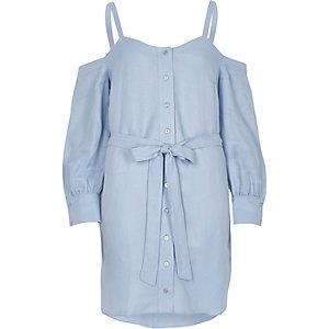Robe bleue à épaules dénudées, ceinture et boutons