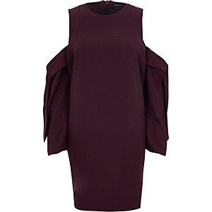 Mini-robe bordeaux à épaules dénudées et manches longues
