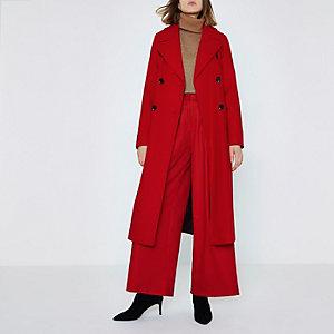 Roter, zweireihiger Mantel