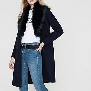 Manteau bleu marine à col en fausse fourrure