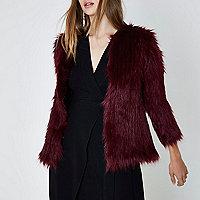 Donkerrode gebreide jas met imitatiebont