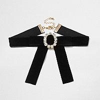 Black velvet buckle choker