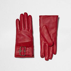 Rode leren handschoenen met gesp en rand van imitatiebont