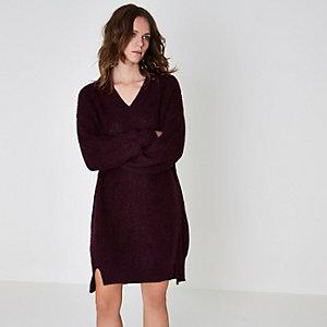 Bordeauxrode gebreide trui-jurk met V-hals