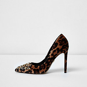 Brown leopard print embellished pumps