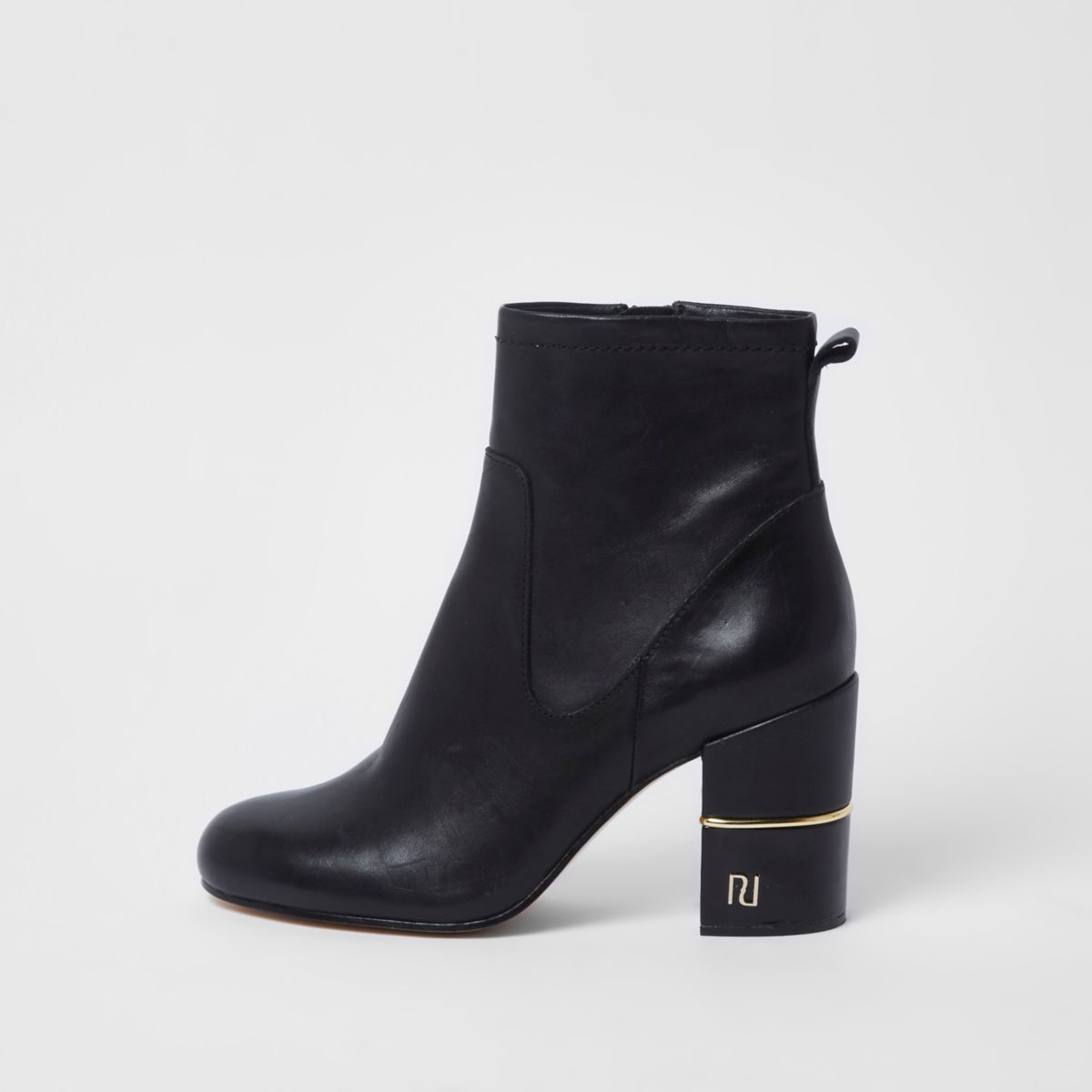 Zwarte enkellaarsjes met RI-logo en blokhak