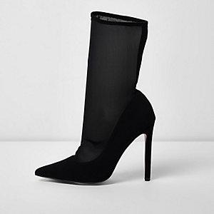 Bottines noires pointues façon escarpins avec chaussettes en tulle