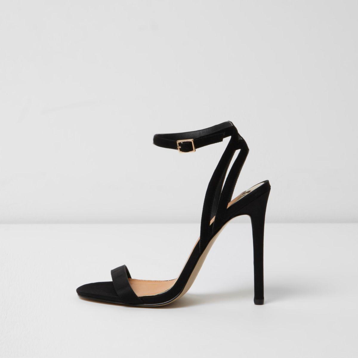 Schwarze Stilettos mit schmalen Riemen