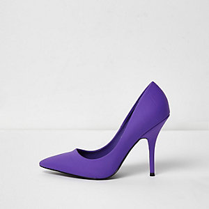 Purple scuba pumps