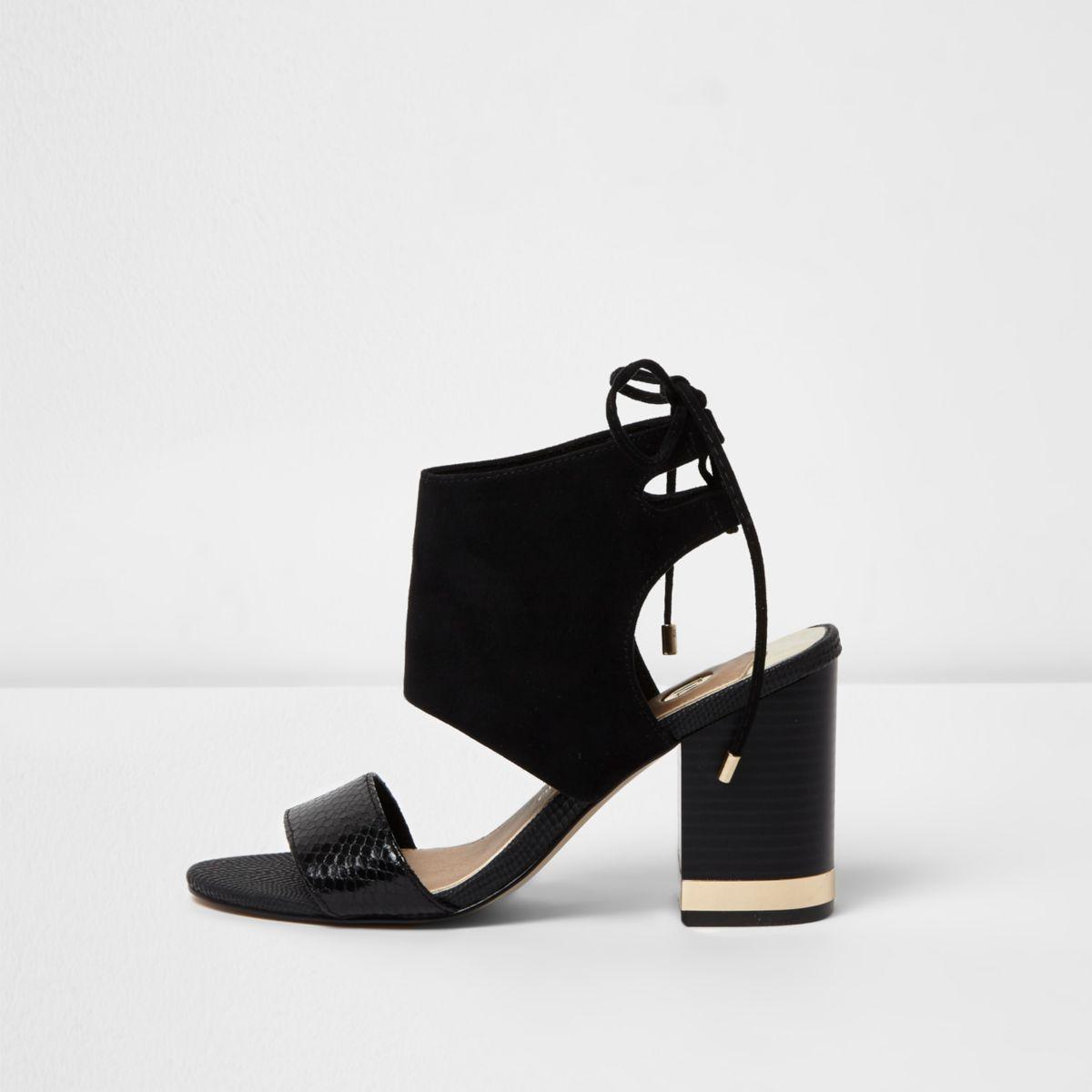 Zwarte schoenlaarsjes met blokhak en vetersluiting achter