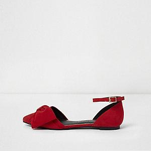 Rode tweedelige schoenen met strik en puntneus