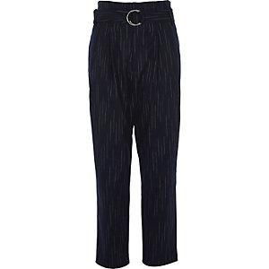 Marineblauwe gestreepte smaltoelopende broek met hoge taille