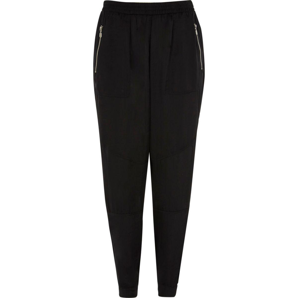 Pantalon de jogging fuselé en satin noir