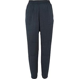 Pantalon en satin bleu marine fuselé