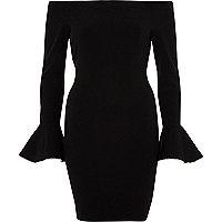 Robe Bardot moulante noire à volants aux poignets