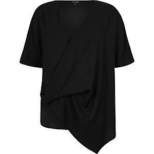 T-shirt noir à ourlet asymétrique drapé sur le devant