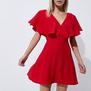 RI Petite - Rode jurk met capemouwen