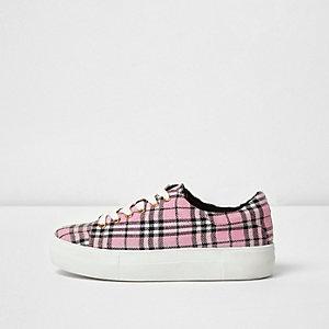 Pinke Sneakers zum Schnüren