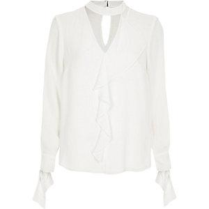 Wit overhemd met chokerhals, lange mouwen en ruches