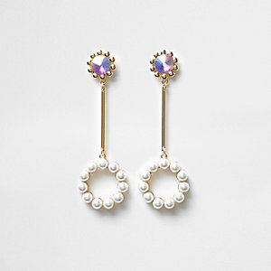 Pendants d'oreilles dorés avec cercle à perles