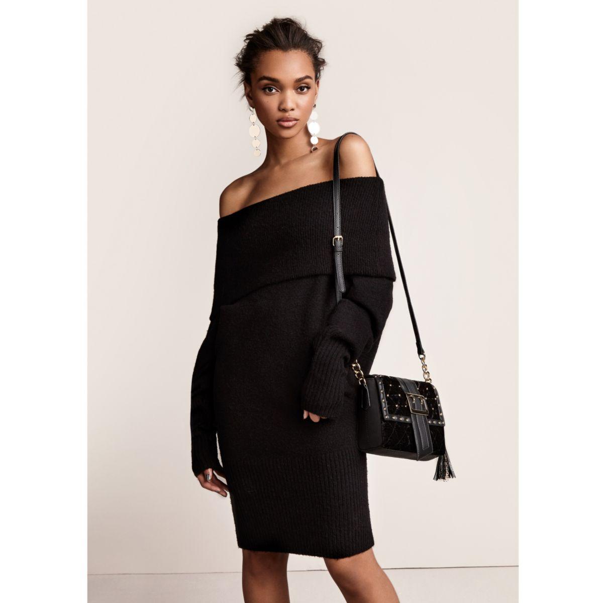 Zwarte trui-jurk met bardothalslijn