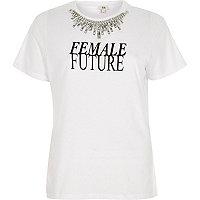 T-shirt « Female future » blanc avec collier