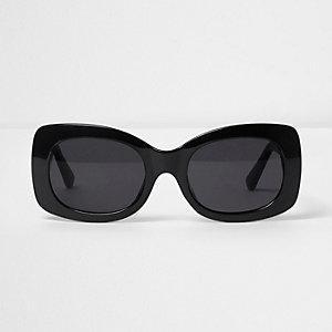 Lunettes de soleil glamour noires à verres carrés fumés