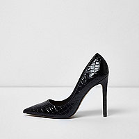 Black croc embossed patent pumps