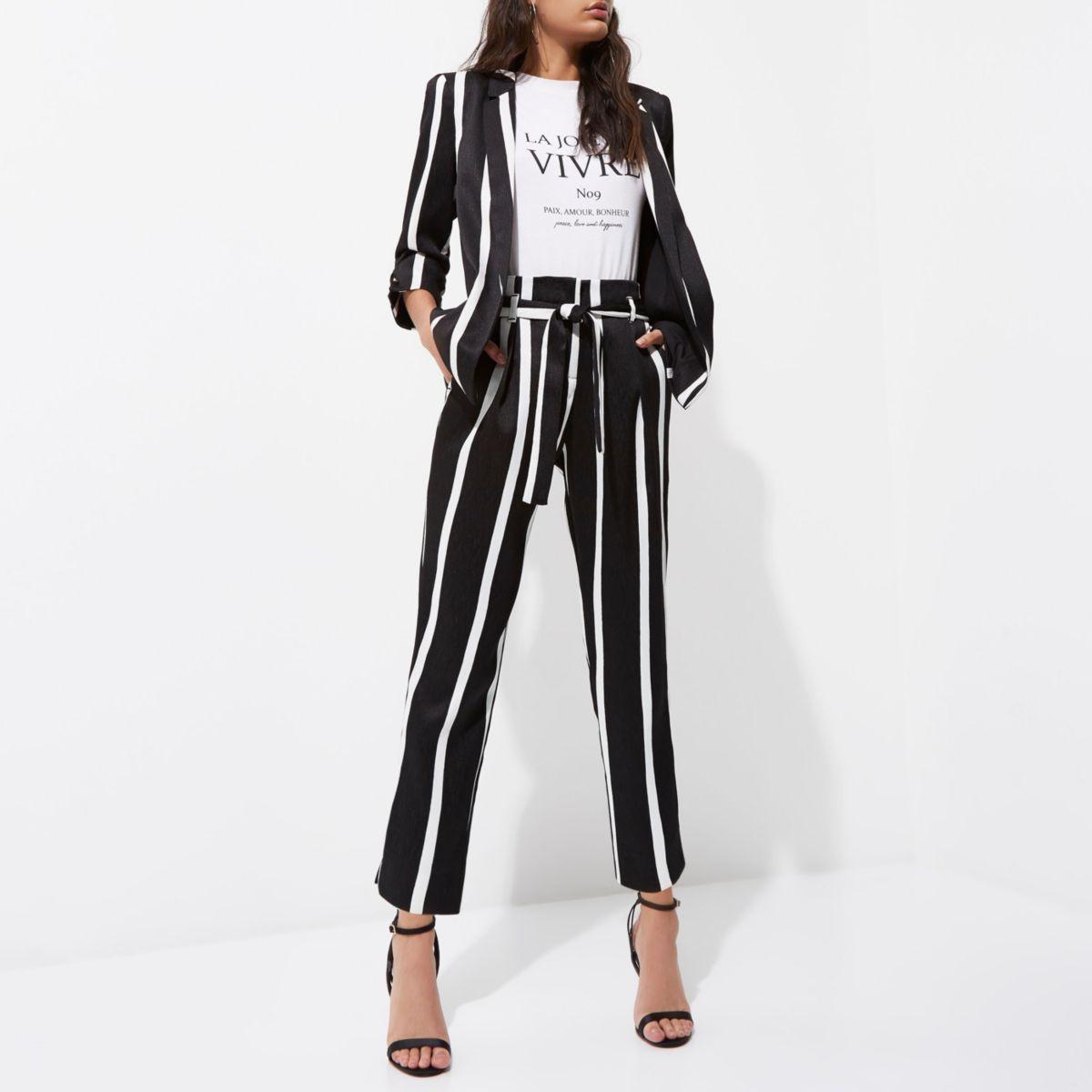 Zwarte smaltoelopende broek met strikceintuur en strepenprint