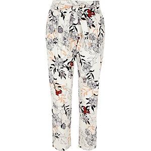 Pantalon fuselé à imprimé fleurs crème noué à la taille