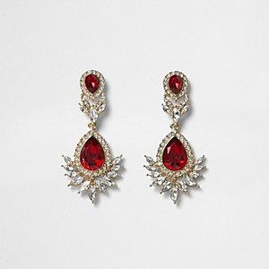 Pendants d'oreilles dorées ornées de pierres rouges
