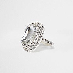 Zilverkleurige ring met rechthoekige steen