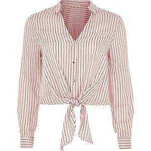 Chemise rayée rose nouée devant