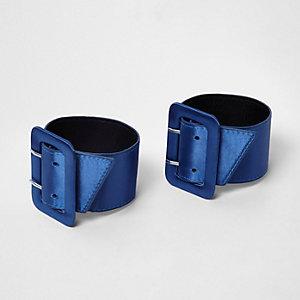 Blauwe satijnen schoenen met enkelbandje en gesp