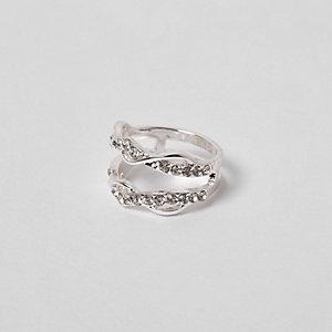 Zilverkleurige gedraaide ring met ingelegde steentjes