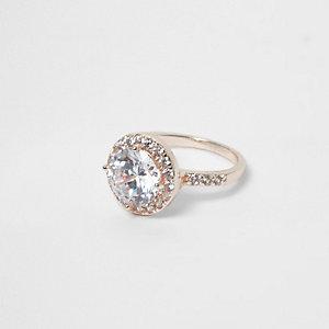 Roségoudkleurige ring bezet met diamantjes