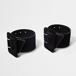 Chaussures noires à brides de cheville avec boucles