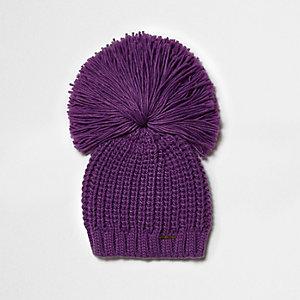 Bonnet violet foncé à gros pompon