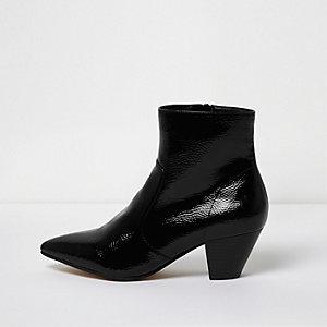 Zwarte lakleren laarzen met western hak en puntige neus