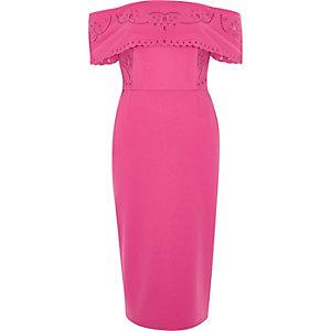 Robe Bardot mi-longue moulante rose à broderies