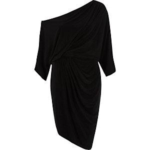 Zwarte midi-jurk met vleermuismouwen en rimpeling opzij