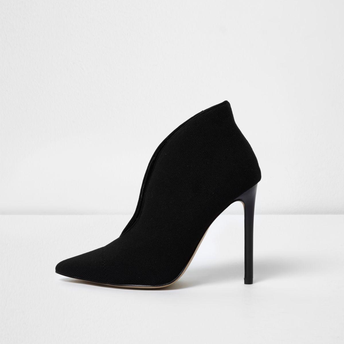 Black high vamp court shoes
