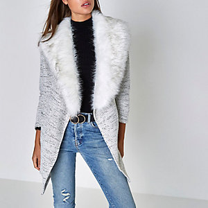 Hellgraue Jersey-Jacke mit Kunstfellkragen